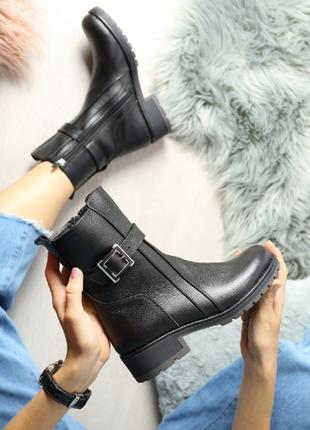 Кожаные женские ботинки на зиму