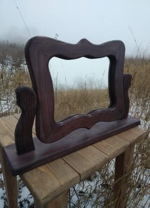 Настольное зеркало из дерева.