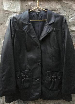 Демисезонная кожаная куртка большого размера