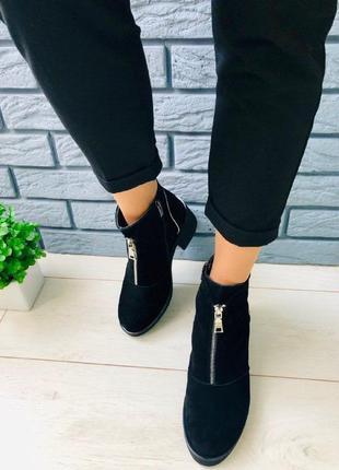 Женские демисезонные черные замшевые ботинки 40