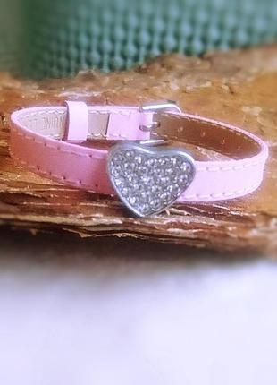 Кожаный браслет с сердечком