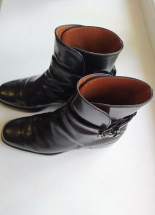 Жіночі шкіряні черевички. Ручної роботи італії