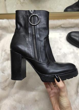 Черные кожаные ботильоны zara, ботинки на тракторной подошве ,...