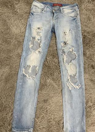 Женские джинсы рваные размер 27(s)