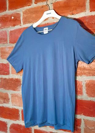 Светло-синяя оригинальная футболка zara.В хорошем состоянии!