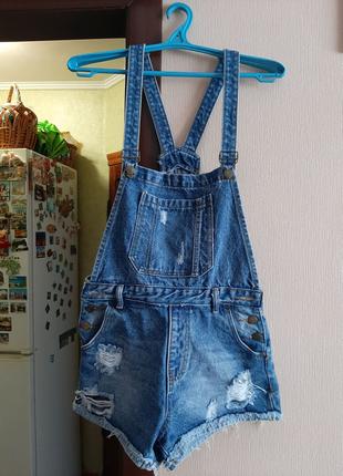 Джинсовый комбинезон-шорты