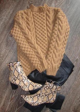 Теплый вязаный свитер с косами  ручной работы
