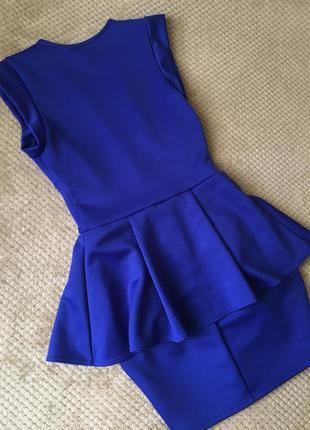 Ефектное платье с баской snap