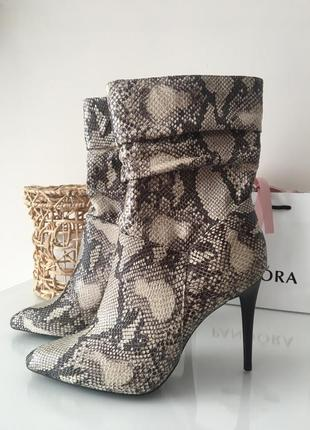 Ботинки в змеиный принт new look