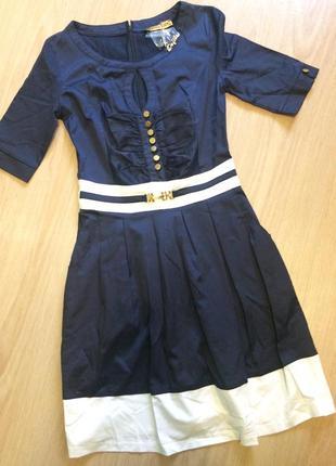 Красивое платье р.36  с карманчиками