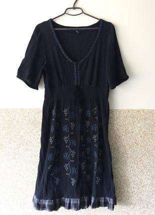 Красивое   котоновое платье с вышивкой