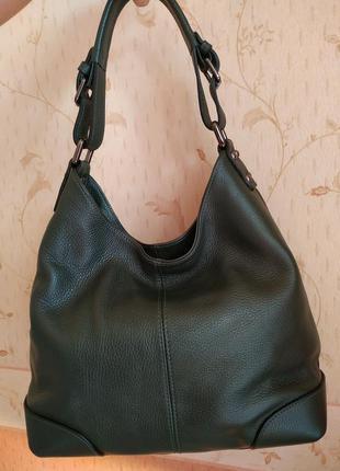 Зеленая, кожаная,наплечная сумка.