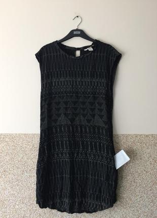 Стильное вискозное платье с карманчиками
