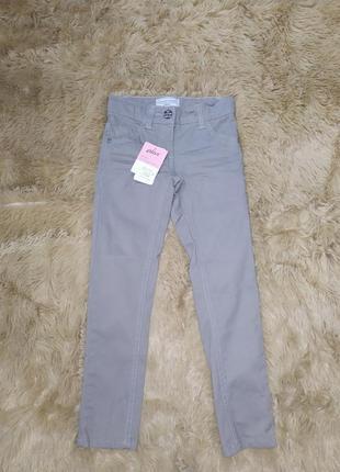 Тонкие светлые джинсы