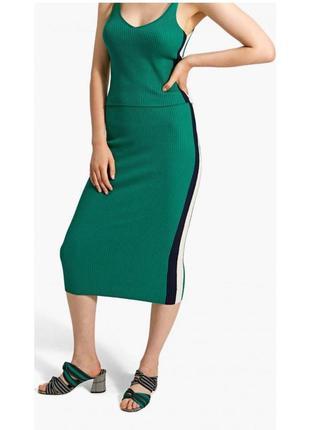 Трендовая юбка миди трикотажная в рубчик от stradivarius
