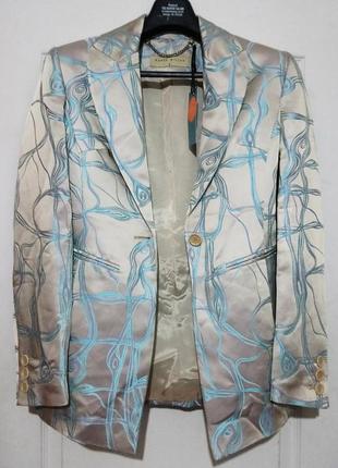 Атласный приталенный пиджак от карен