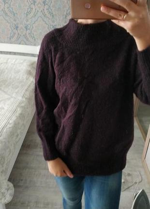 Стильный свитер с актуальным воротником