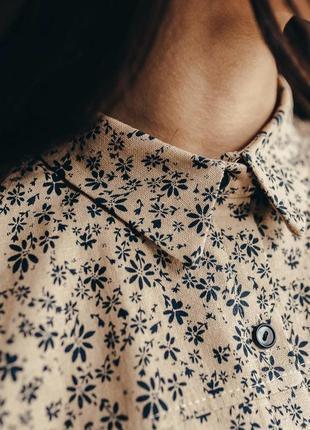 Льняная рубашка под высокую посадку в цветочный принт