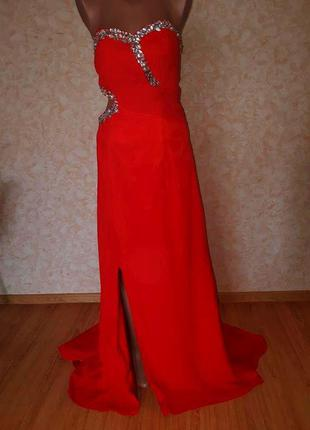 Красное вечернее нарядное длинное платье со шлейфом на выпускн...