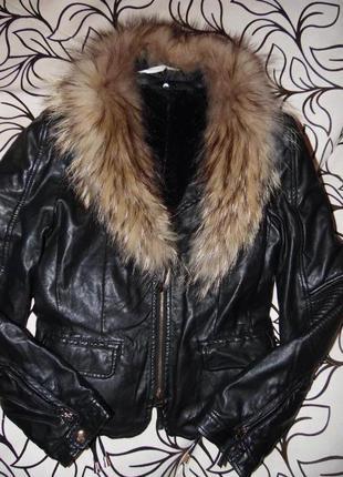 Кожаная куртка. воротник натуральный мех.