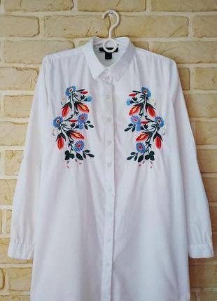 Классная, стильная, удлиненная рубашка с вышивкой