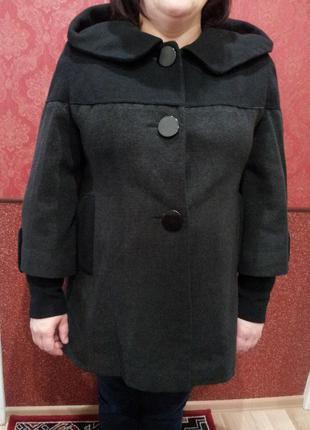 Осеннее пальто темно серого цвета