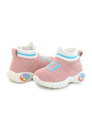 Розовые кроссовки для малышей