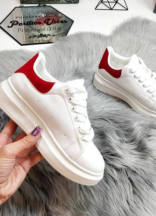 Кроссовочки с красной замшевой пяточкой распродажа