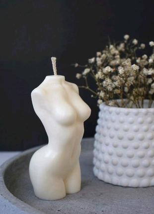 Свеча в форме женского тела