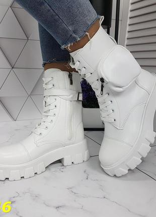 Белые крутые ботинки на тракторной подошве