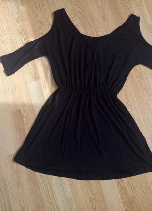 Трикотажное платье- туника с открытыми плечами