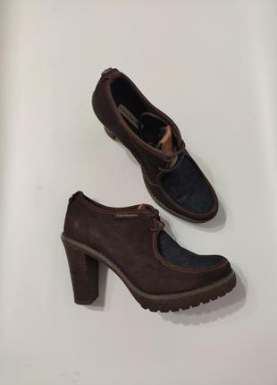 Calvin klein. кожаные демисезонные ботильоны ботинки на каблуке