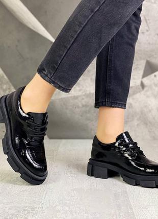 Кожаные лаковые женские туфли на шнуровке натуральная кожа