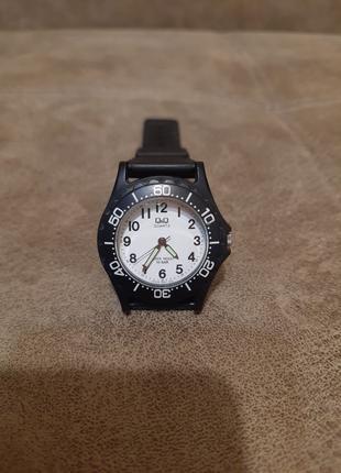 Наручные часы Q&Q, Quartz Water Resist 10 Bar (резиновый ремешок)