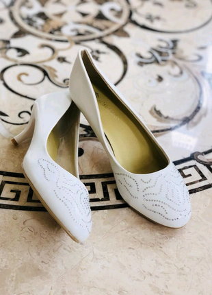 Кожаные белые туфли Koroleva