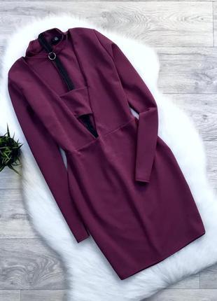 Платье цвета марсала с красивым декольте