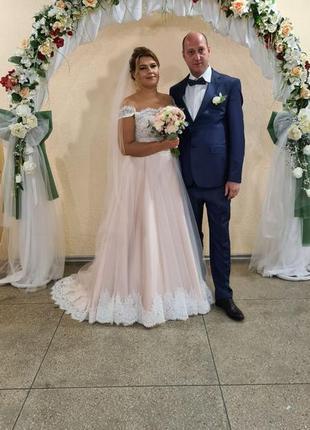 Свадебное платье пудрового цвета со шлейфом