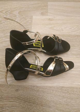 Бальне взуття