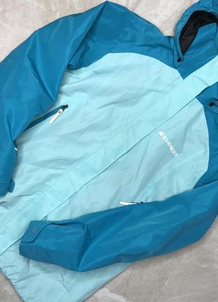Непромокаемая куртка ветровка