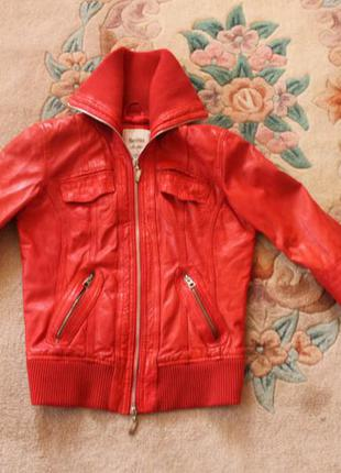 Куртка з лайки bershka
