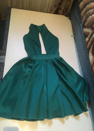 Платье с открытой спиной пышная юбка