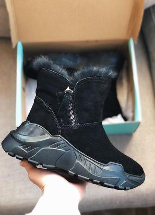 Ботинки на массивной подошве с замком сбоку