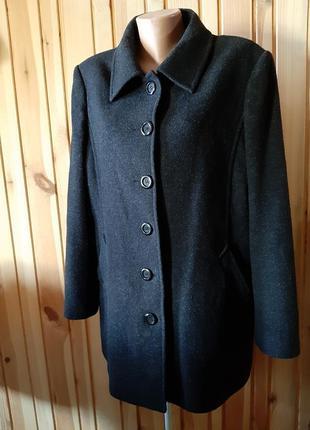Тёмно-серое мужское пальто классика