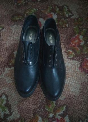 Новые коженные туфли
