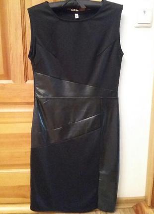 Платье со вставками под кожу