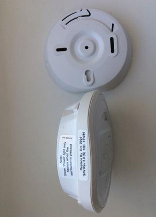 Автоматический датчик дыма и угарного газа с функцией тревоги.