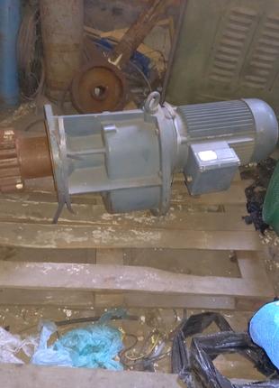 Мотор редуктор bauer 7.5квт 30 об фл новый с резерва