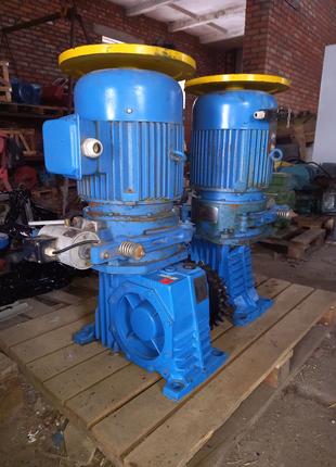 Мотор редуктор 7.5квт 40 об  ескалатор  сняты с неработавшего