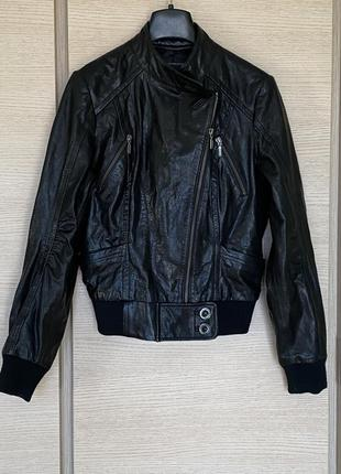 Стильная кожаная куртка бомбер размер s/m