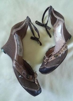 Стильные женские туфли босоножки на танкетке